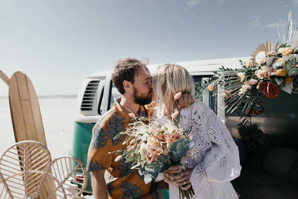 Bruidspaar duurzame bruiloft foodtruck